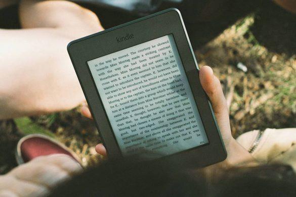 Czytnik ebook to bardzo dobre rozwiązanie dla ludzi, którzy kochają czytać. Można go zabrać wszędzie, jest lekki i bardzo pojemny. Możemy na nim przechowywać tysiące książek.