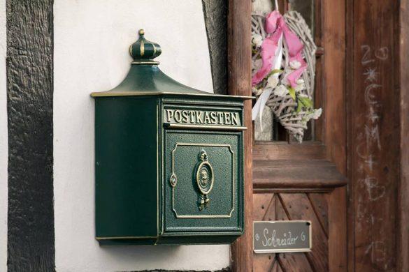 Skrzynka na listy w stylu niemieckim. Dobra skrzynka charakteryzuje się odpowiednim materiałem wykonania, łatwością otwierania oraz estetyką.