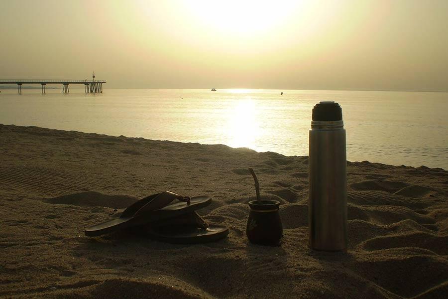 Termos turystyczny. Idealnie sprawdza się na wycieczkach, dłuższych wypadach i przy innych okazjach, kiedy chcemy utrzymać ciepło (lub zimno) napoju.