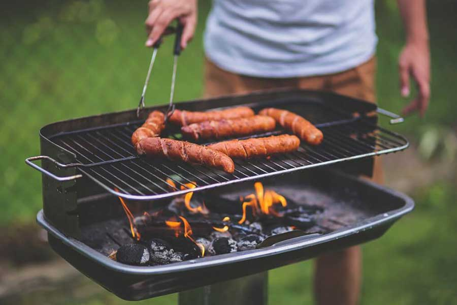 Grill ogrodowy węglowy. Najbardziej popularny oraz najtańszy model grilla.