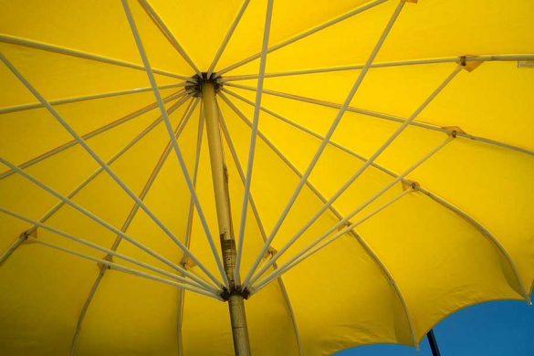Parasol ogrodowy to idealny sposób na ochronę przed słońcem w upalne dni. Chroni przed oparzeniami oraz udarem. Planując przebywanie na dużym słońcu warto przemyśleć zakup parasola ogrodowego.