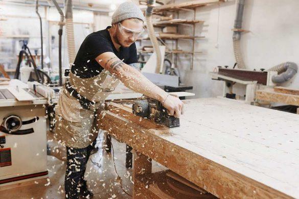 Strugi elektryczne powoli wypierają ręczne narzędzia i są coraz bardziej dokładne, a przede wszystkim wydajniejsze.