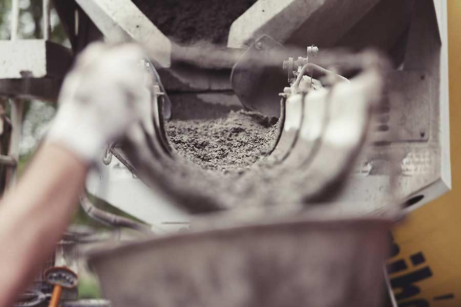 Wibrator do betonu służy do napowietrzenia oraz zagęszczenia wylanego betonu.